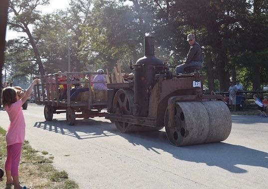 Allis Chalmers steam roller in a parade